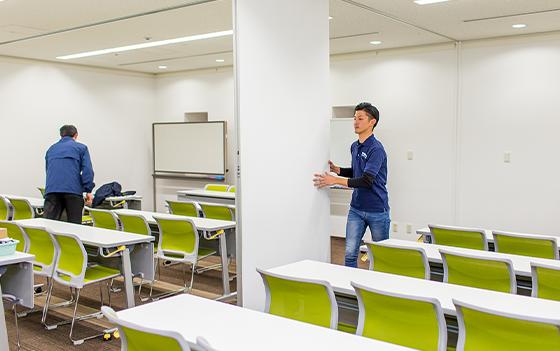 三宮(神戸市中央区)貸し会議室の会場設営スタッフ